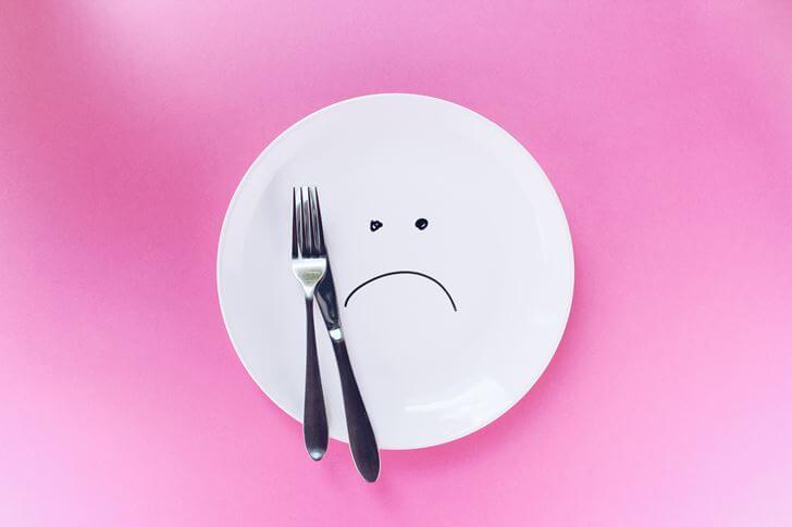 夜から翌日の昼まで食事の間が空くことで、胃を休めることができる