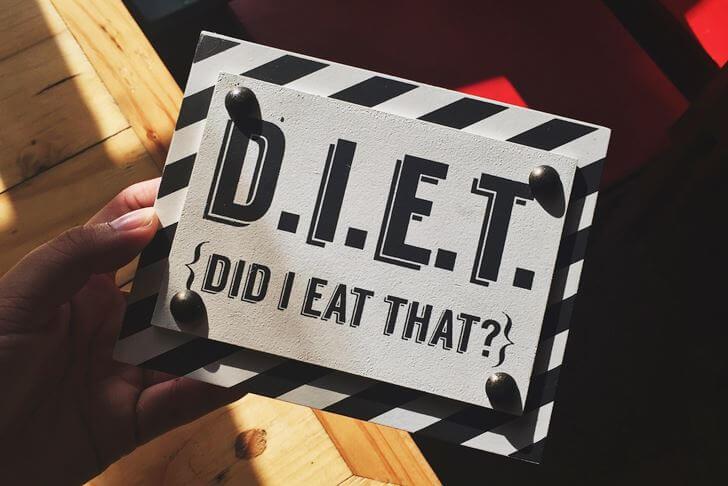 ガムの噛みすぎに注意して、摂取カロリーを減らして痩せていこう