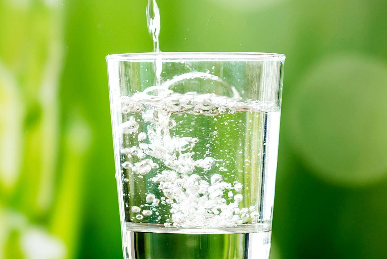 炭酸水の効果7選!ダイエットや美容にも良いって本当?【飲み方も解説】