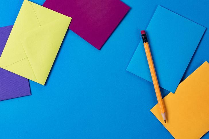 目に見えるところに『青色』を配置して集中力を高める環境にする