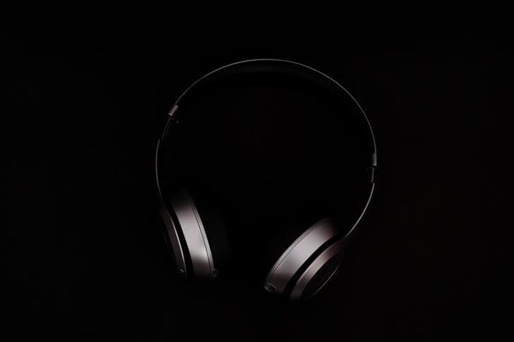 リラックスできる音楽を聴く【寝る前にやるといいこと3】