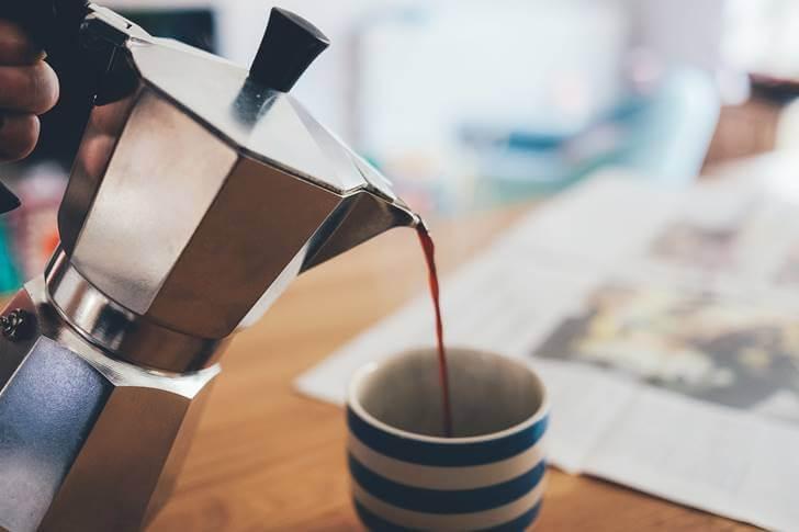 カフェインを摂取して眠気を覚ます