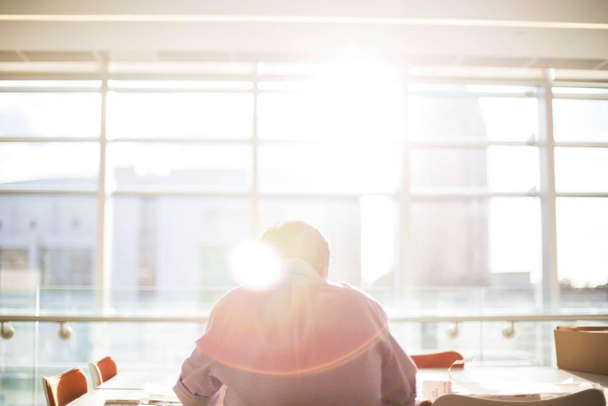寝たいけど仕事が忙しくて睡眠時間が取れない!眠気を改善する方法5選